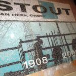 logo in mozaïek voor Stout - Van Herk jubileum